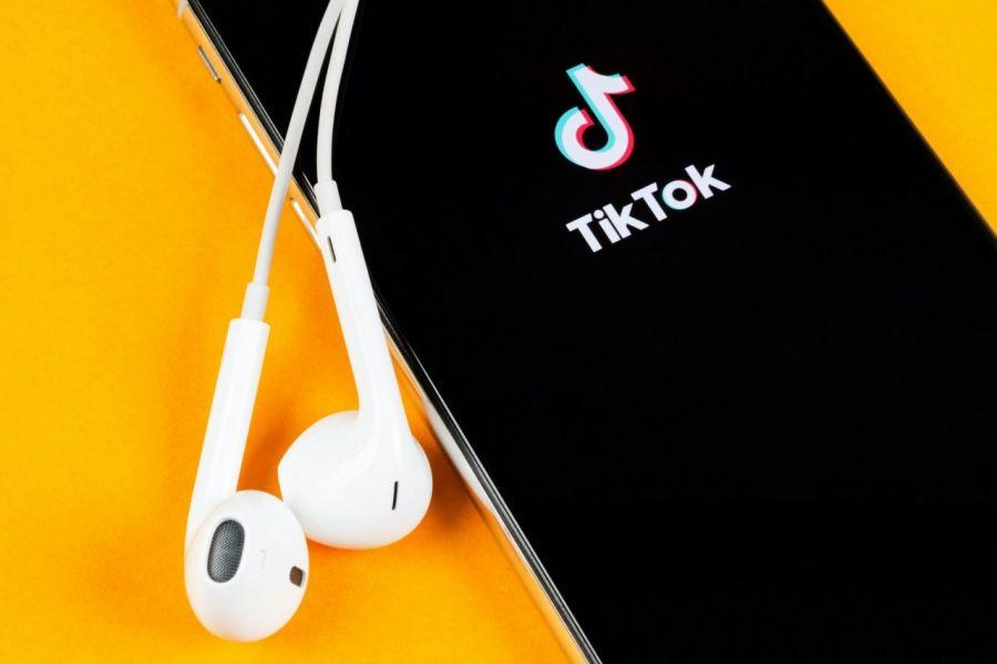Cum faci bani pe TikTok? Iata ce trebuie sa stii despre aplicatia fenomen!