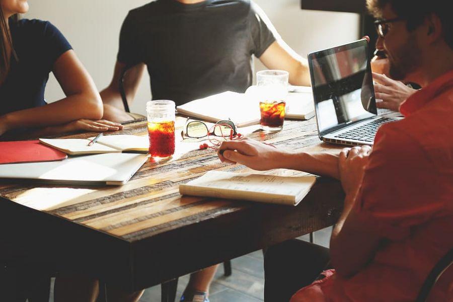 Cum se desfasoara o sedinta de brainstorming in care gasim cele mai bune idei pentru tine?