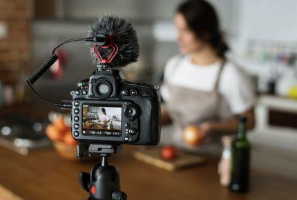 Ce este un vlogger si cum sa devii unul diferit de toti ceilalti?